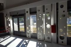 vivanbois-agencement- panneaux coulissant-décoratif fundermax perforée-dojo de tonnay charente.jpeg