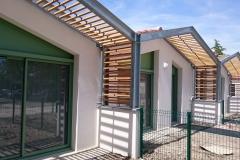 vivanbois-aménagement extérieure-brise soleil bois classe 4 ajouré et métal galvanisé-mornac sur seudre-1.jpeg
