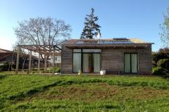 vivanbois-maison ossature bois-bardage mélèze-menuiserie bois-aluminium laqué-couverture tuile-rochefort-lussant