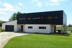 vivanbois-maison ossature bois-bardage panneaux fundermax-menuiserie aluminiun laqué ral 7016-fibre de bois enduit-épargnes.jpeg