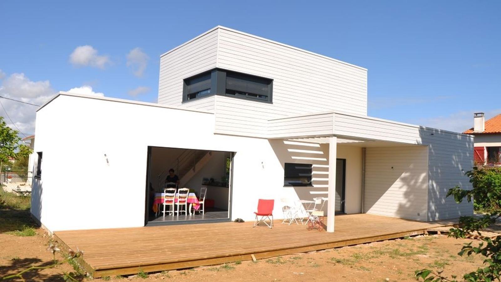 facade maison bois et enduit. Black Bedroom Furniture Sets. Home Design Ideas
