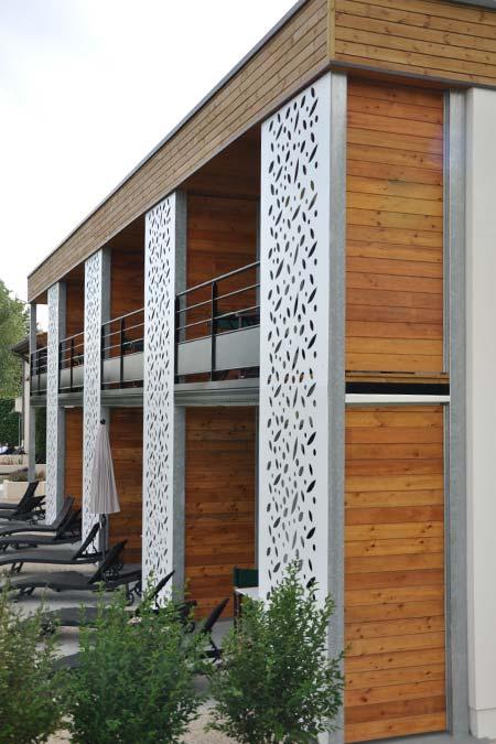 facade hôtel bois aluminium trisay
