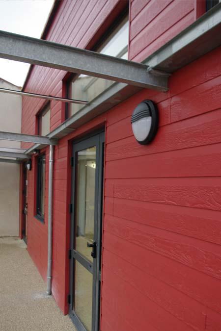 bardage bois rouge salle municipale mung
